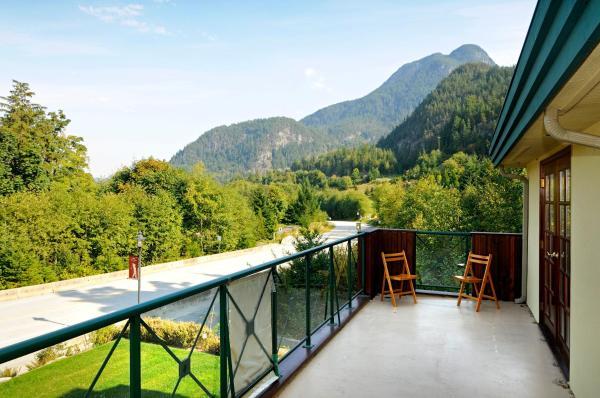 Hotel Pictures: Furry Creek Bed & Breakfast, Furry Creek