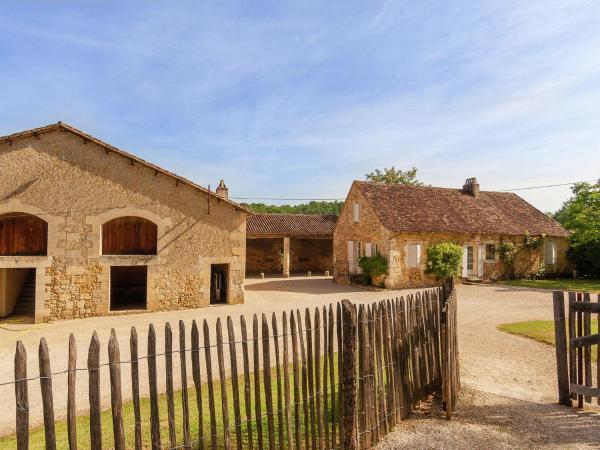 Hotel Pictures: Vakantiehuis Dordogne I, Campsegret