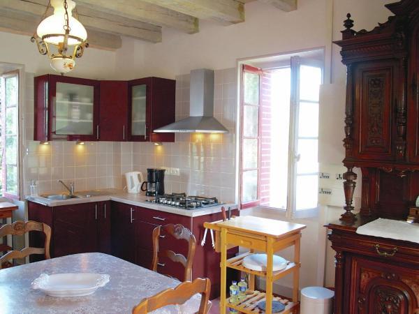 Hotel Pictures: Les Deux Tourterelles Rouge Près De Dordogne, Bussière-Galant