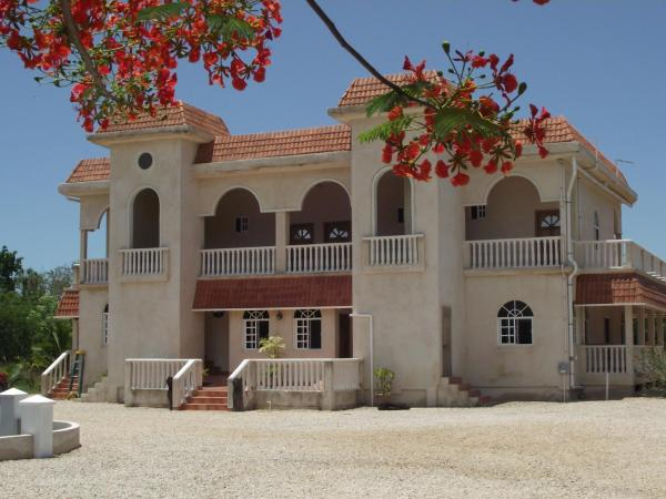 Hotel Pictures: Serenity Sands Bed and Breakfast, Corozal
