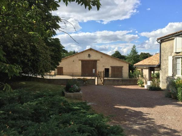 Hotel Pictures: Chambres d'hôtes du puy d'anché, Sauzé-Vaussais