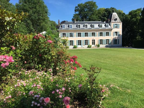 Hotel Pictures: Château d'Amécourt, Amécourt