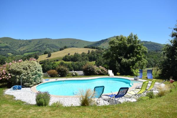 Hotel Pictures: Chambres D'hotes Biscayburu, Sauguis-Saint-Étienne