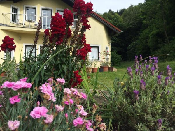 Фотографии отеля: Das gelbe Haus, Sankt Christophen