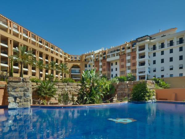 Hotel Pictures: Ed. Corona, Marbella