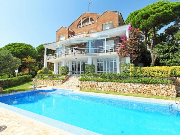 Hotel Pictures: Holiday Home Urb Tres Turons, Arenys de Munt