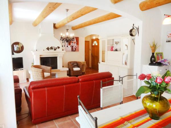 Hotel Pictures: Holiday Home Mas de L'Oulivier, Roussillon