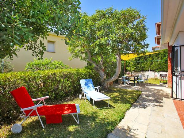 Hotel Pictures: Holiday Home Urb Bellamar, Bruc, Calafell