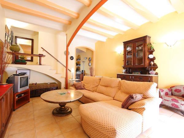 Hotel Pictures: Holiday Home St Llorenç, Vilassar de Mar