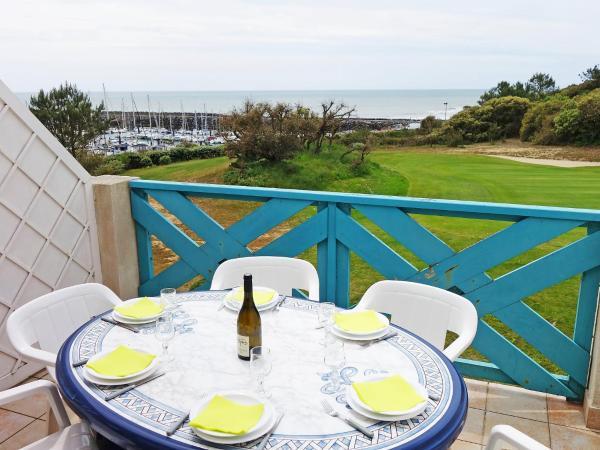 Hotel Pictures: Holiday Park La Fregate, Saint-Jean-d'Orbetiers