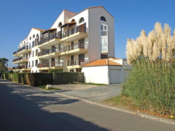 Hotel Pictures: Apartment Les Orphies.3, Pontaillac