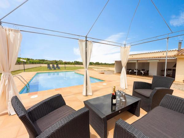 Hotel Pictures: Holiday Home Can Cals, Fonteta