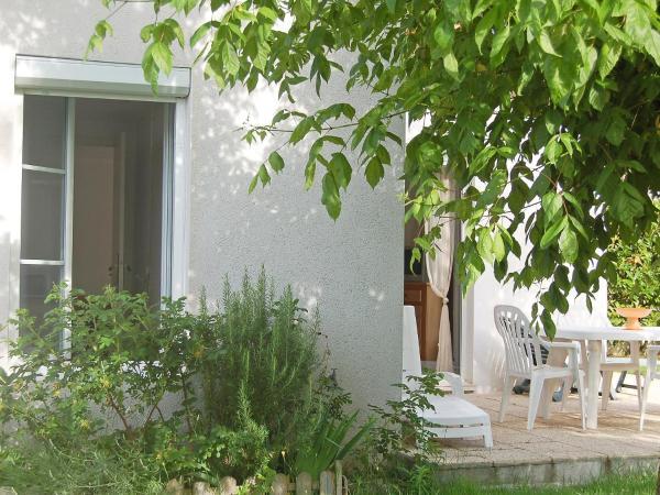 Hotel Pictures: Holiday Home L'Orée des Bois.1, Saint-Georges-de-Didonne