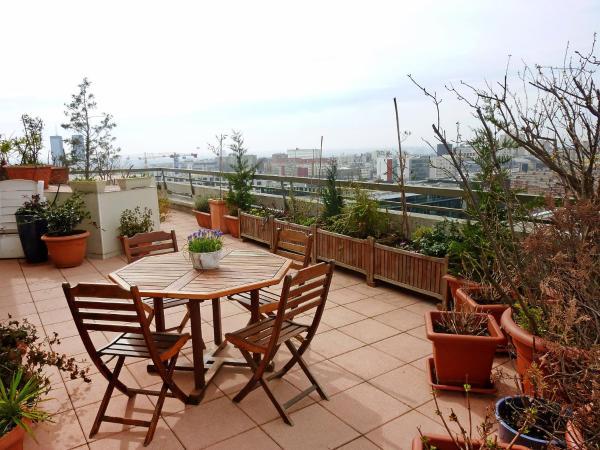 Hotel Pictures: Apartment Faidherbe, Les Lilas