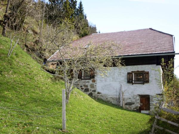 Hotel Pictures: Chalet Stagora, Steinfeld
