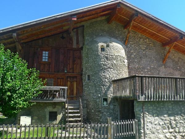 Hotel Pictures: Holiday Home des Comtes, Grandvillard