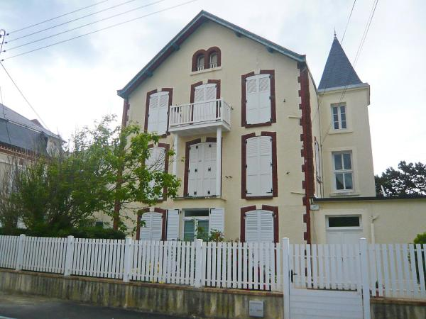Hotel Pictures: Apartment Le Chalet.2, Cabourg