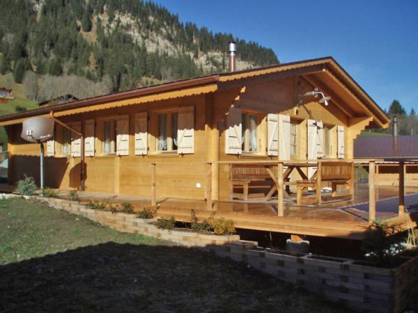 Hotel Pictures: Chalet Berg-Camping Heiti, Gsteig