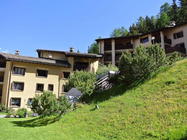 Hotel Pictures: Apartment 56-2, Surlej