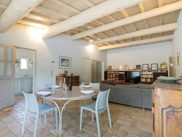 Hotel Pictures: Holiday Home Mas Saint Louis, Graveson