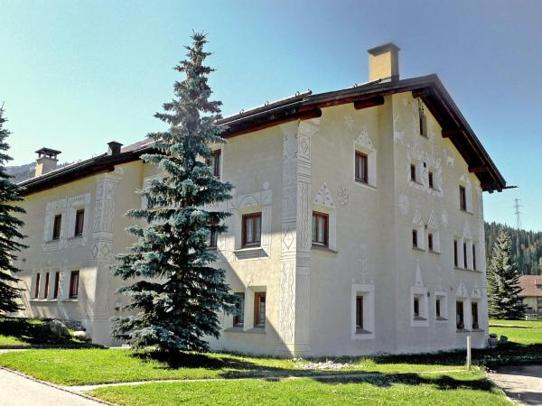 Hotel Pictures: Apartment Chesa Barba Peider, La Punt-Chamues-ch