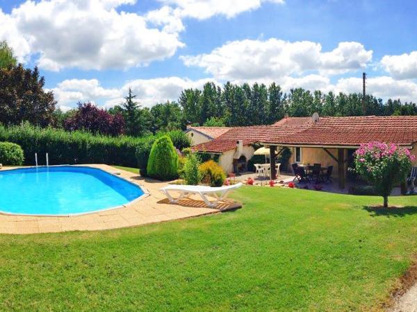 Hotel Pictures: Farm Stay La Grangette, Barbezieux
