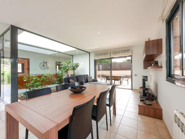 Hotel Pictures: Holiday Home Luz, Vidreres