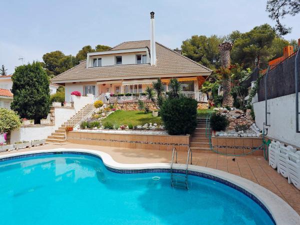 Hotel Pictures: Holiday Home Casa La Mora, Tarragona