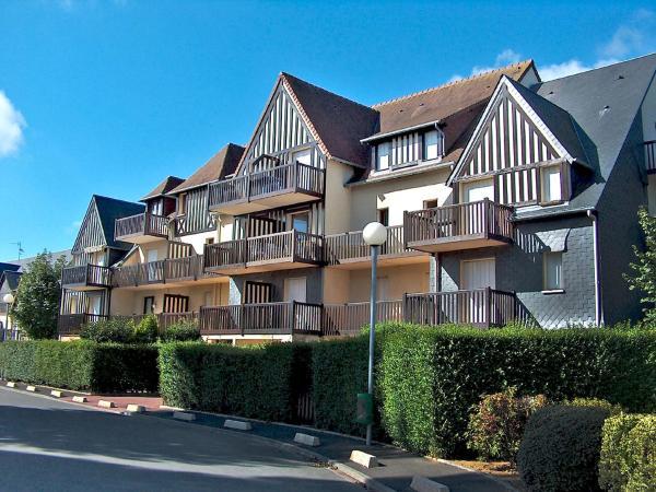 Hotel Pictures: Apartment Fleur Marine.2, Cabourg