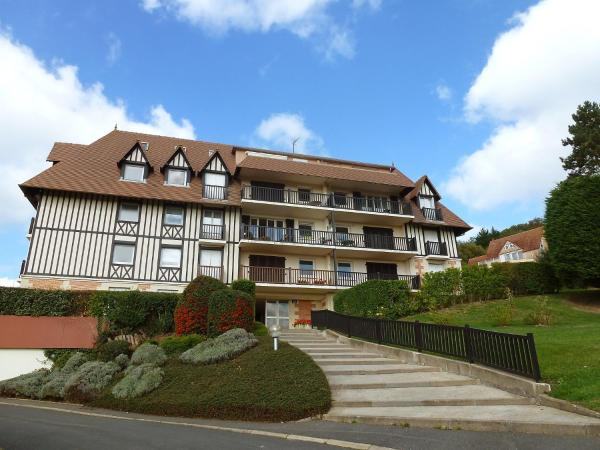 Hotel Pictures: Apartment Les Corniches du Mont Canisy.1, Blonville-sur-Mer