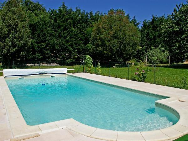 Hotel Pictures: Holiday Home La Tourelle, Villars-en-Pons