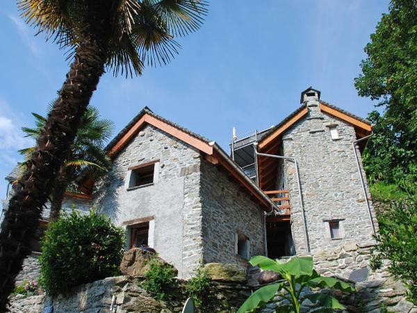 Hotel Pictures: Holiday Home Rustico B - il Nido, Brione sopra Minusio