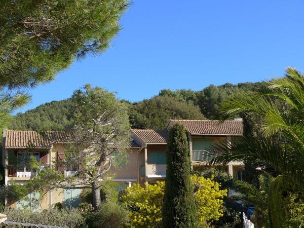Hotel Pictures: Apartment Les Thuyas, La Madrague