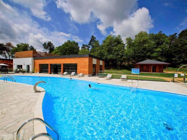 Hotel Pictures: Farm Stay Chalet Forêt.3, Meyrignac-l'Église