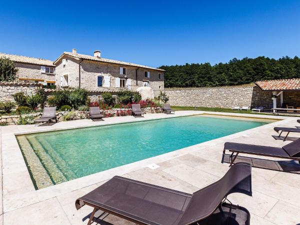Hotel Pictures: Farm Stay Aubignane la Bastide du père Marius, Redortiers