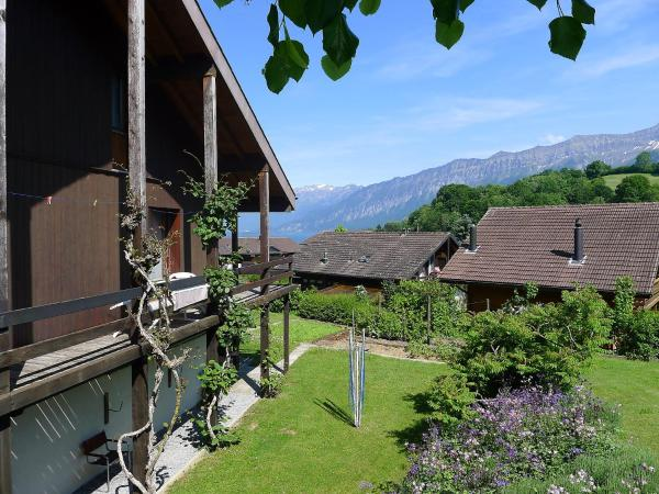 Hotel Pictures: Holiday Home Haus Marbach, Faulensee