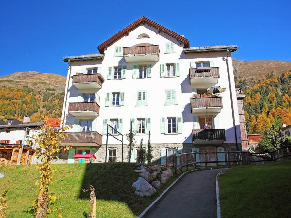 Hotel Pictures: Apartment Chesa Corvatsch, Pontresina