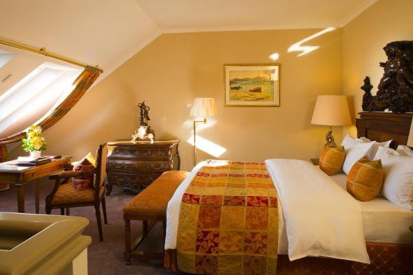 Duplex Suite with Queen Bed