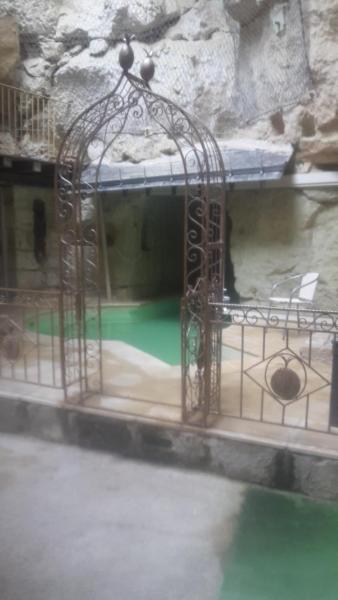 Hotel Pictures: Demeure de la Vignole: Gîte des Anges Troglodytique, Turquant