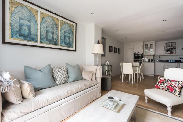 One-Bedroom Apartment - Roland Gardens IV
