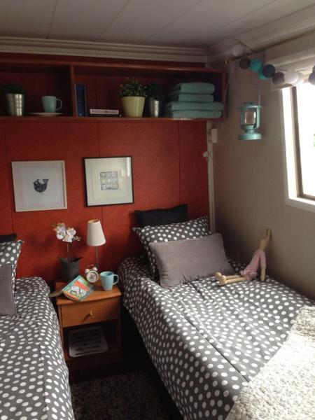 Hotel Pictures: Majoitus- ja aamiaislaiva Ms Juovesi, Tuusniemi