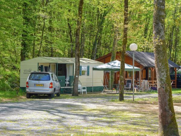 Hotel Pictures: Holiday Home La Chenille, Tourtoirac