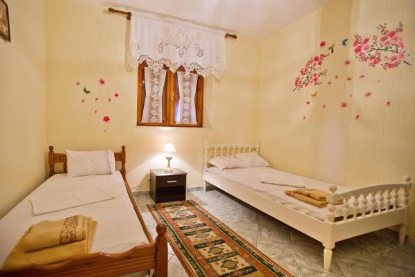 Fotos do Hotel: Sweetdreams Guest House, Gjirokastër