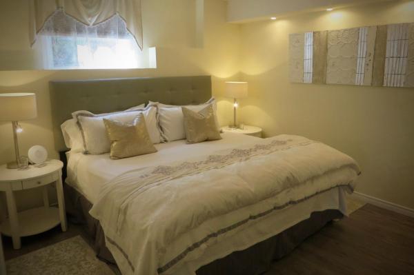 Hotel Pictures: Elegant Zen Bed and Breakfast, West Kelowna