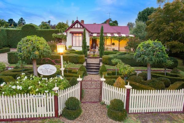 Hotel Pictures: Barnsley House Bed and Breakfast, Beechworth
