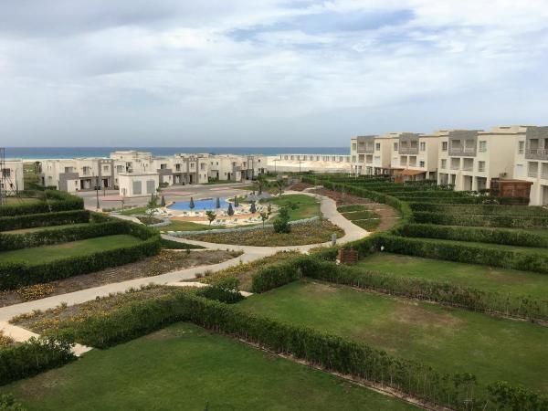 Hotel Pictures: Amwaj Chalet, El Alamein