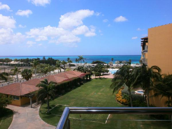 Hotelbilleder: Emerald View Two-Bedroom condo - P416, Palm-Eagle Beach