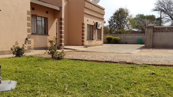 Hotel Pictures: Exotica Guest Lodge, Francistown
