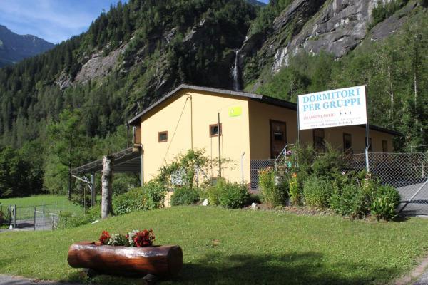 Hotel Pictures: Agriturismo Mattei - Dormitorio, Peccia