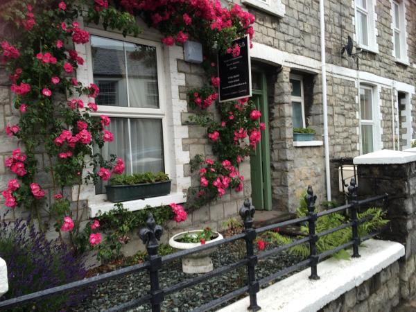 Hotel Pictures: Mairs Bed and Breakfast., Bridgend